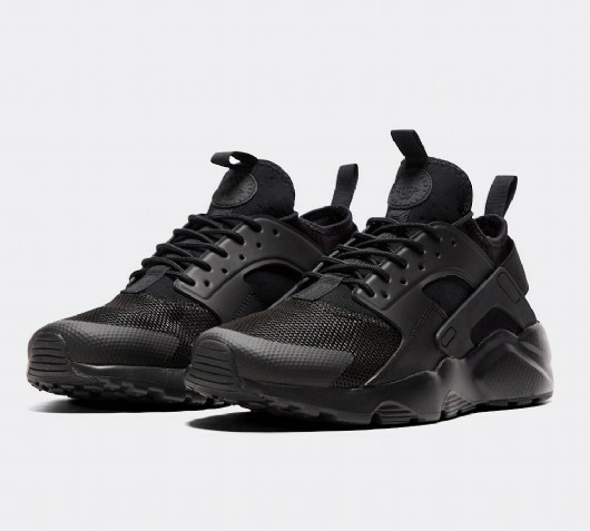 All black Nike Air Huarache Run Ultra